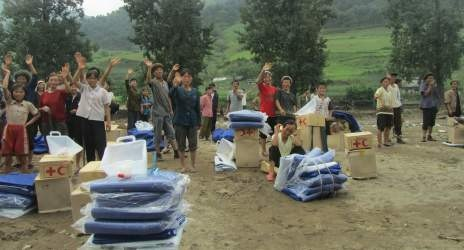 Rural DPRK community with Red Cross kits (Photo by IFRC)
